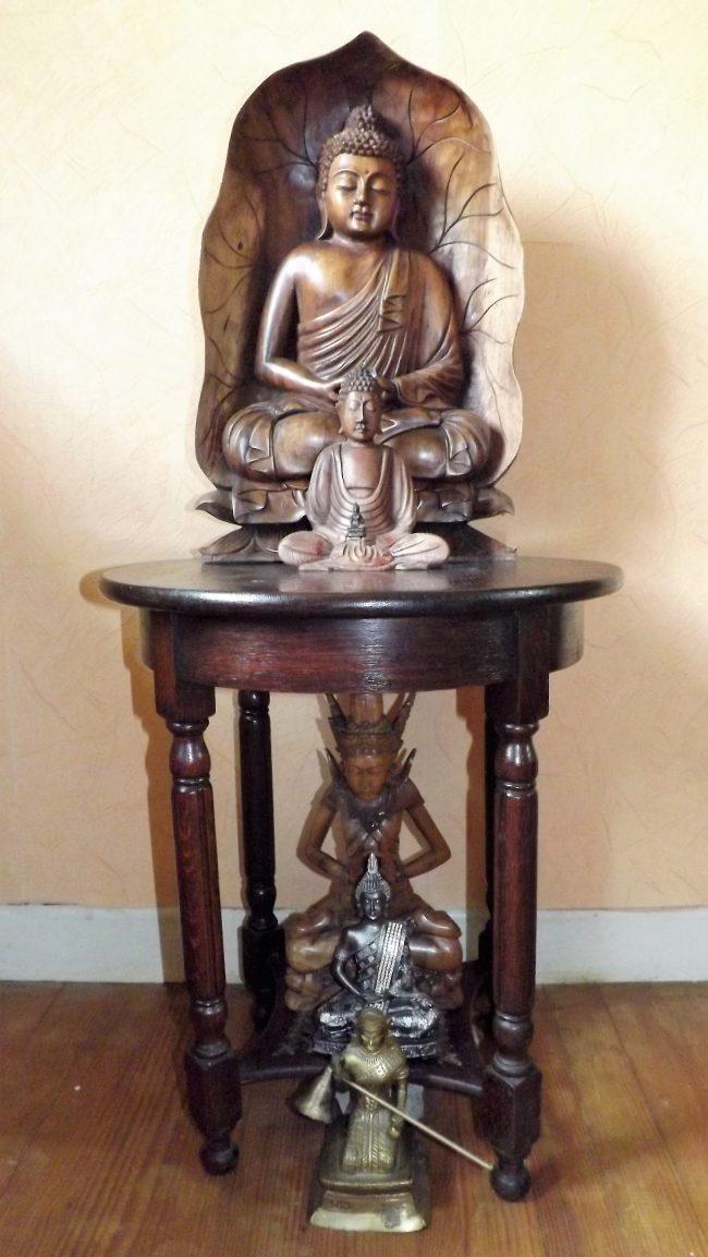 Zes Boeddha's voor homepagina bewustzijn en je goed voelen