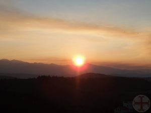 """Afbeelding bij """"Voldoende slaap: van essentieel belang: een ondergaande zon met een prachtig gekleurde hemel"""