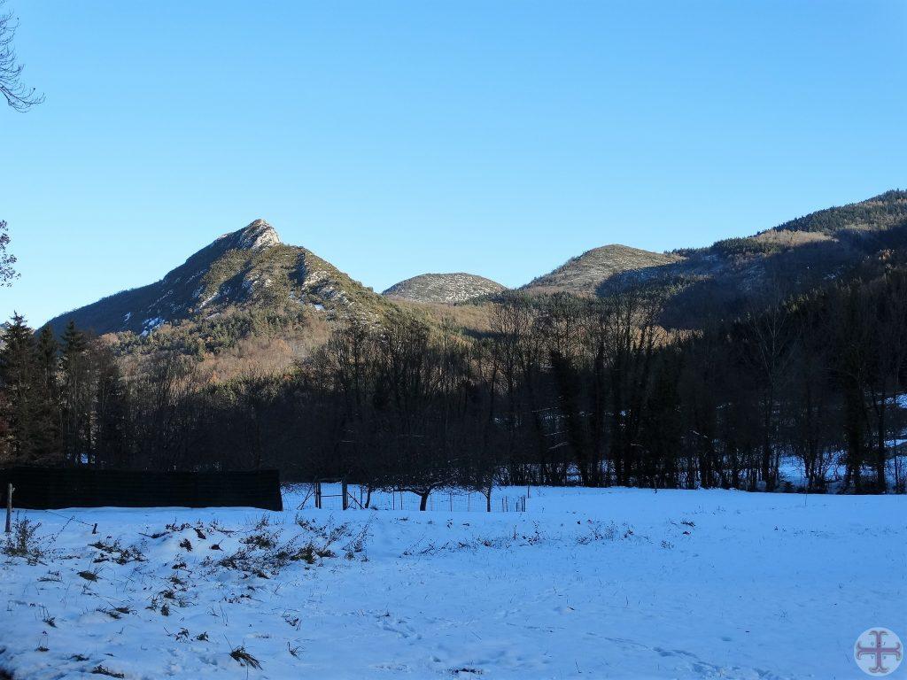Sneeuwlandschap met op achtergrond een bergtop: de natuur heelt